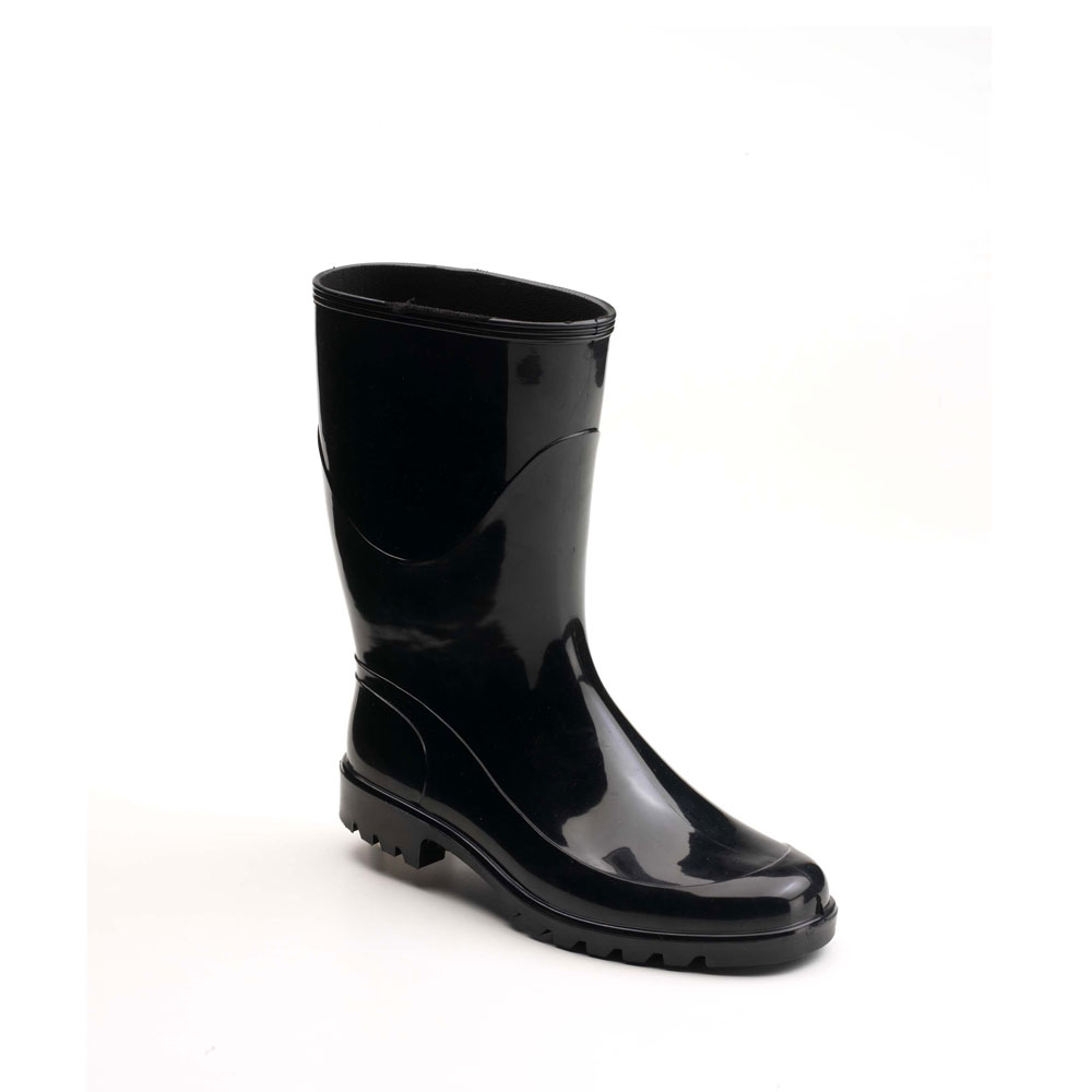 Rain boot in bright PVC with low boot leg and lug outsole