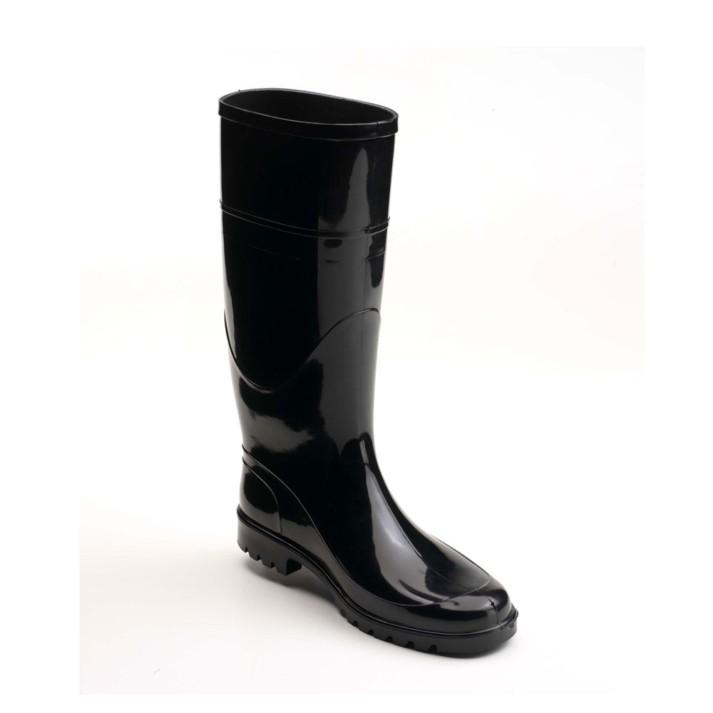 Rain boot in bright PVC with medium height boot leg and lug outsole