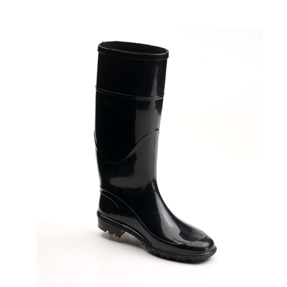 Rainboot in bright PVC, with medium height boot leg and calendered outsole