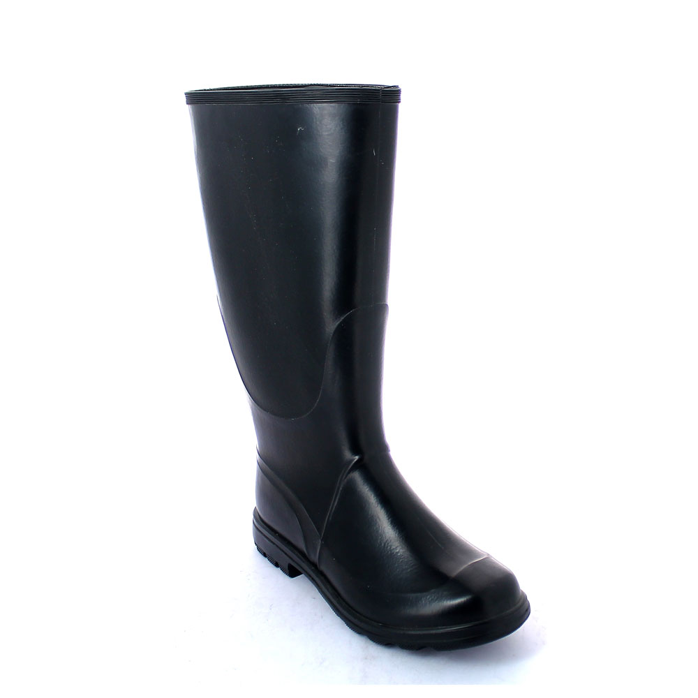 Nitrilic rubber Boot with knee boot leg and lug outsole