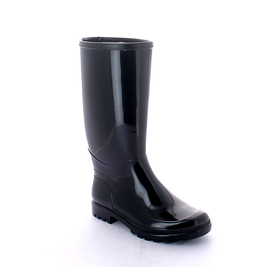 Rainboot in bright Pvc with medium height boot leg entirely lined inside