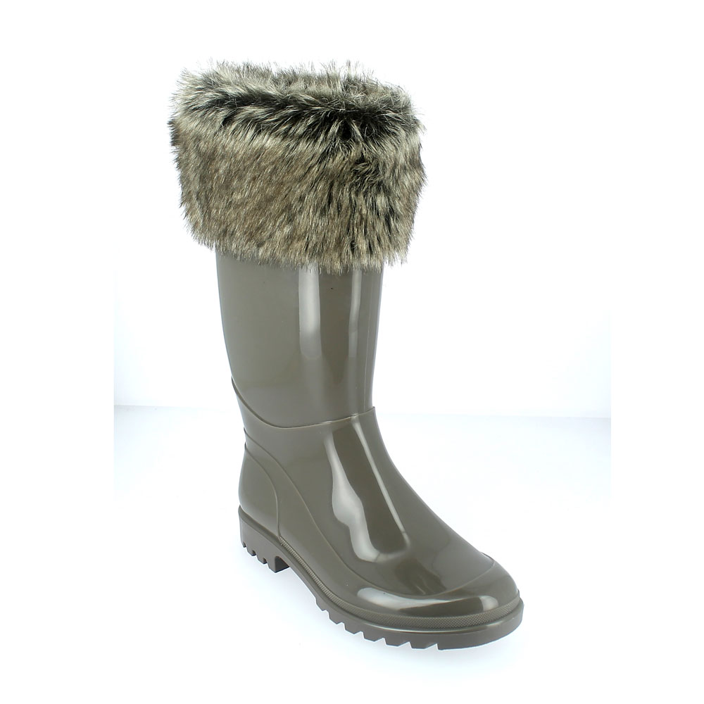 Bright finish Pvc Boot with synthetic wool inner lining and synthetic husky fur cuff. Made in Italy