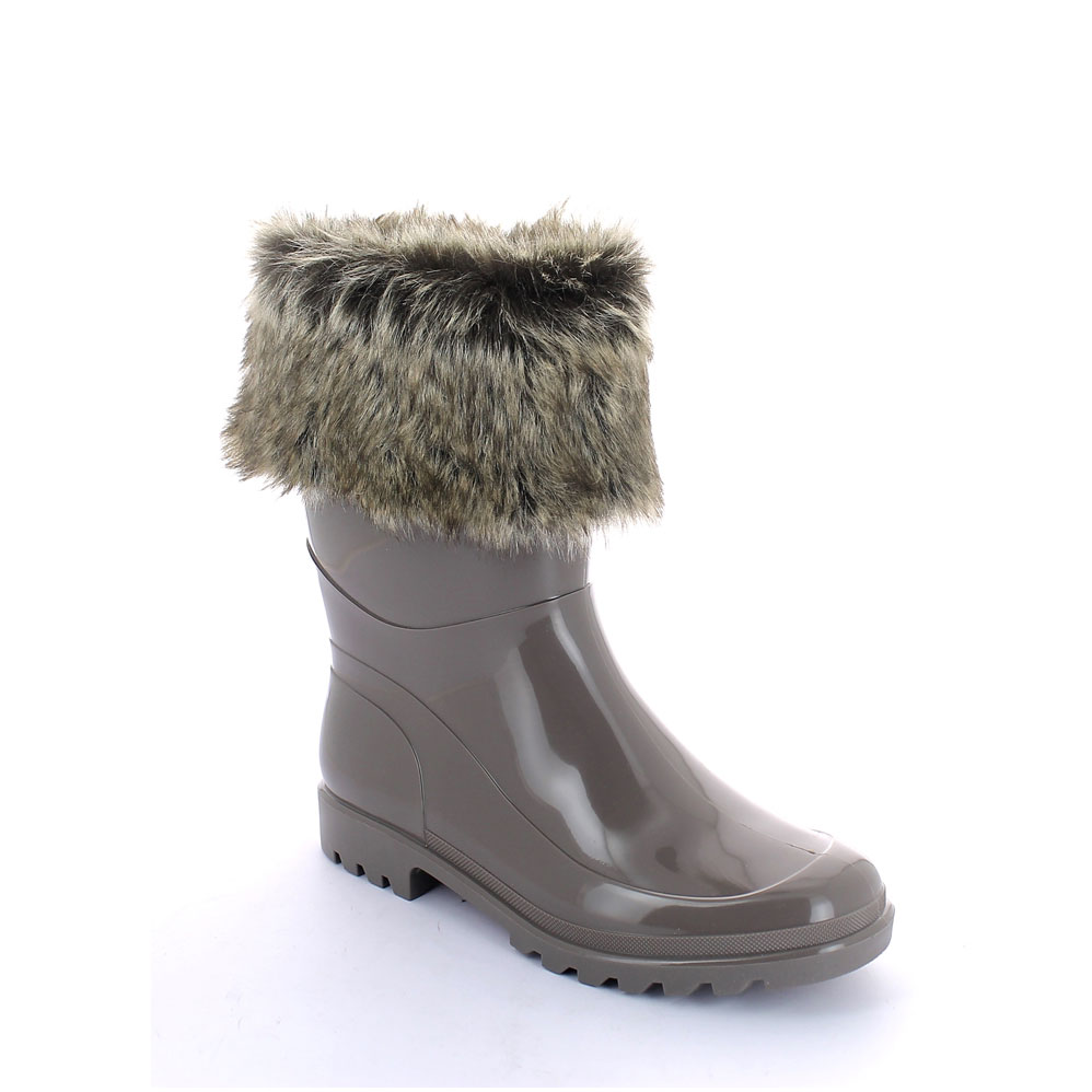 Bright finish Pvc Low Boot with synthetic wool inner lining and synthetic fur cuff