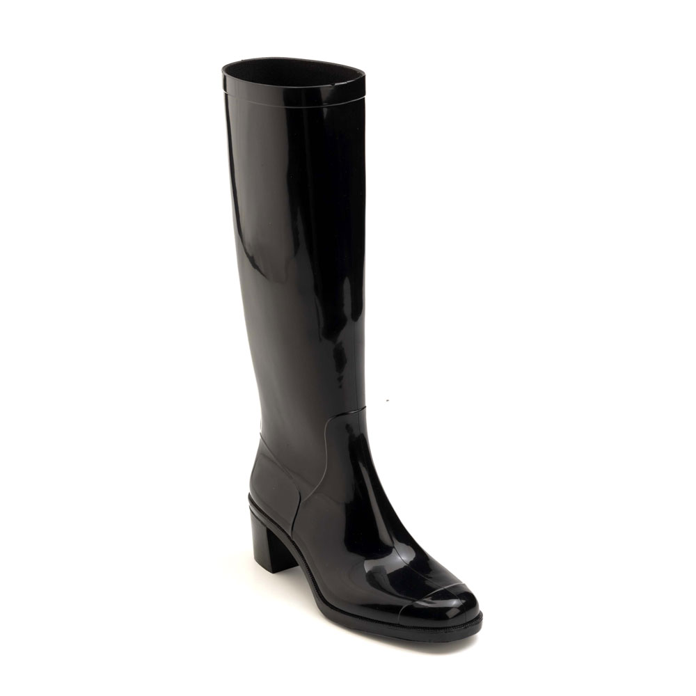 Rainboot with heel and high boot leg, squared toe-end