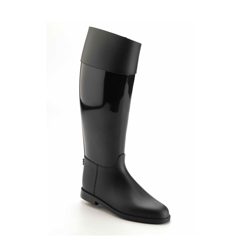 Riding boot with high boot leg made of pvc with matt-bright-matt finishing