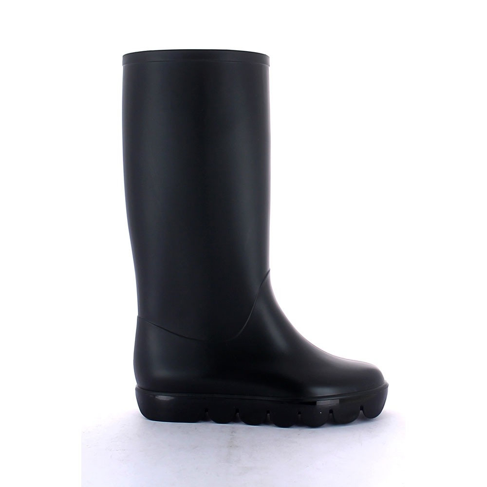 Boot with minimal design and made of mat pvc, high sole with wavy pattern