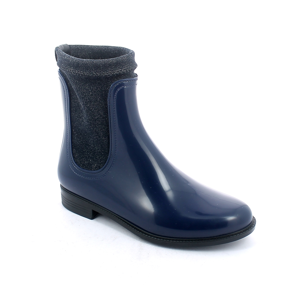 Chelsea boot in bright pvc equipped with elasticized stretch jeans lining