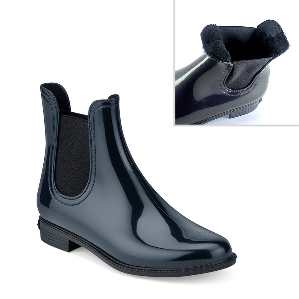 Bright pvc Chelsea Boot with elastic band on both ankle sides and inner lining.  Made in Italy
