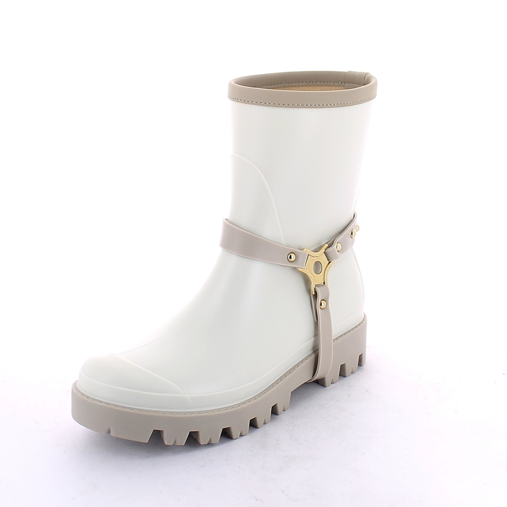 Matt finish pvc Boot with low cut and trimmed bootleg - VIB type outsole - equipped with tree-way loop stirrup