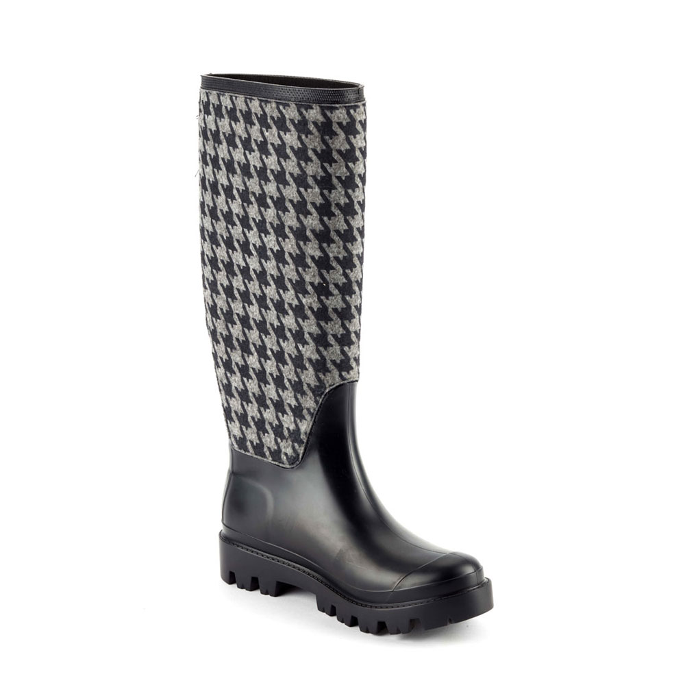 "Matt finish pvc Wellington boot with ""pied de poule"" fabric sewn on the bootleg. Lug outsole (VIB outsole). Made in Italy"