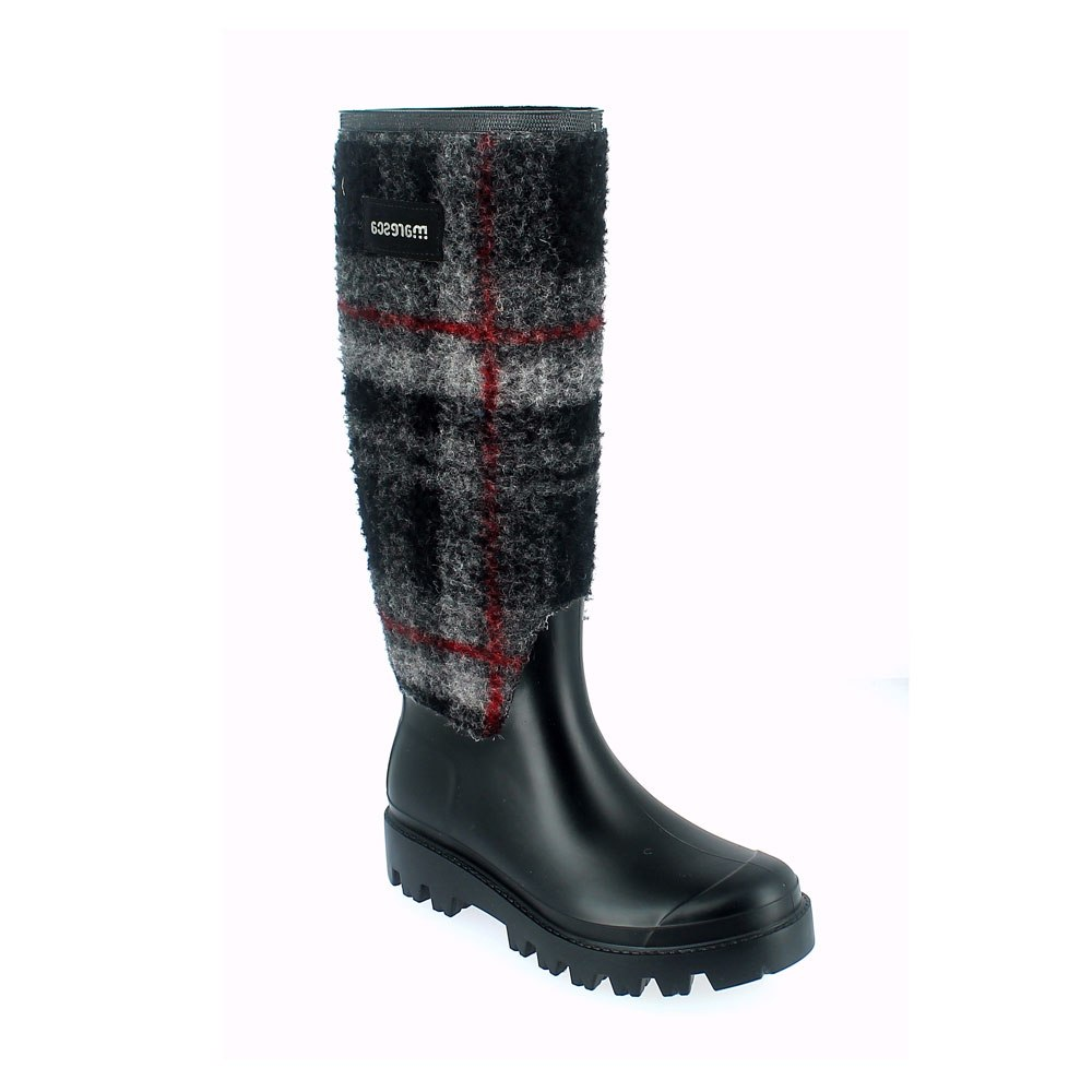 Matt finish pvc Wellington boot with tartan felt sewn on the bootleg + pvc lateral strap and lettering; Lug outsole (VIB outsole). Made in Italy