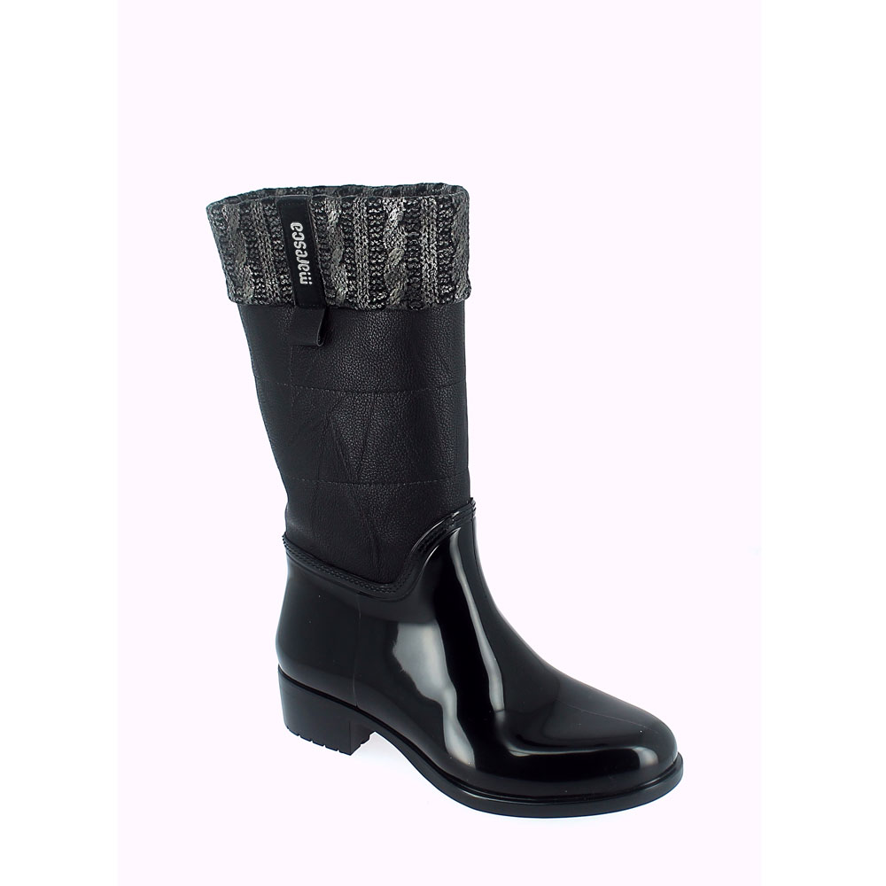 Pvc galosh with medium height bootleg finished by laminate woolen braid collar- with sheared faux fur bootleg lining and synthetic wool foot lining. Made in Italy