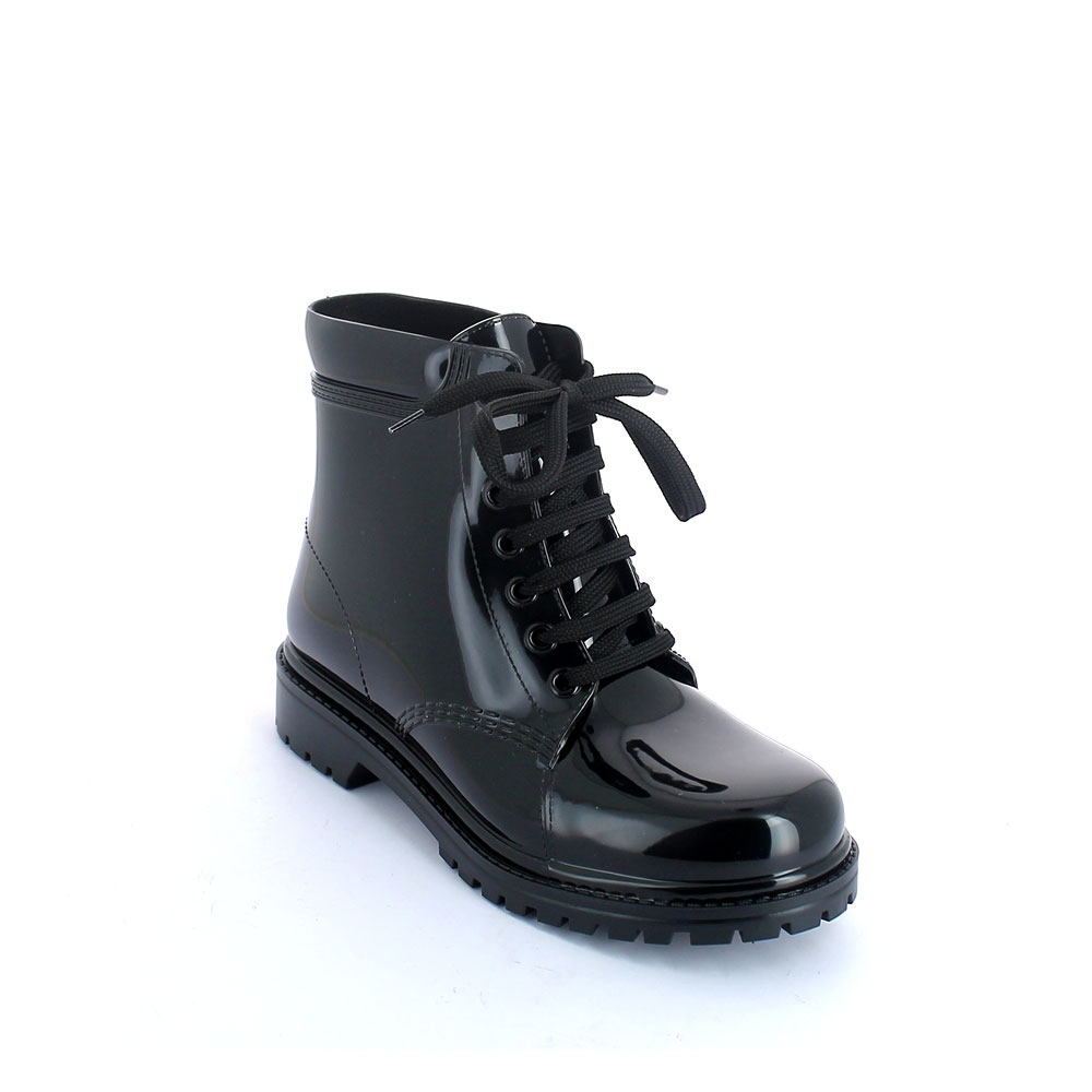 Short laced up boot in pvc with bright finish