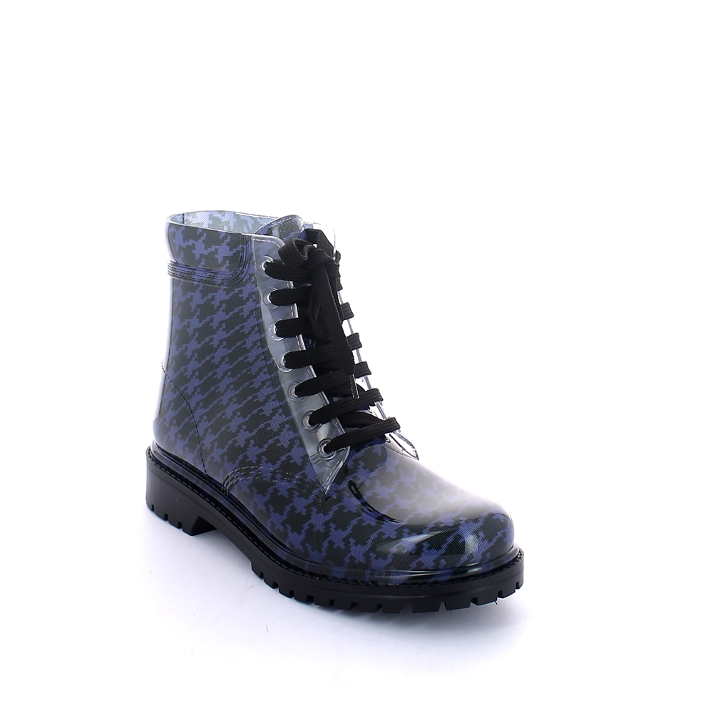 "Short laced up boot in transparent pvc with bright finish and cut and stitched lining with pattern ""Pied-de-poule"""