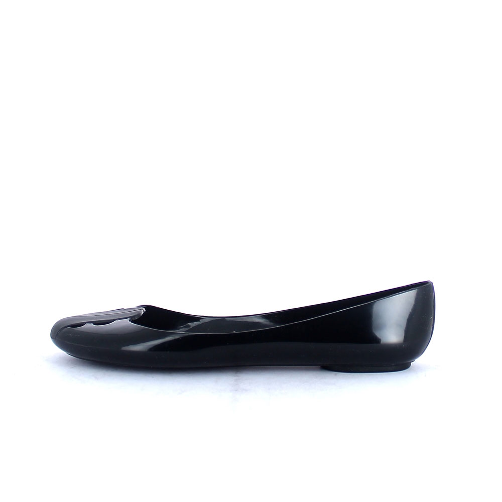 Round toe-end Ballet shoe made of solid colour Pvc with bright finish