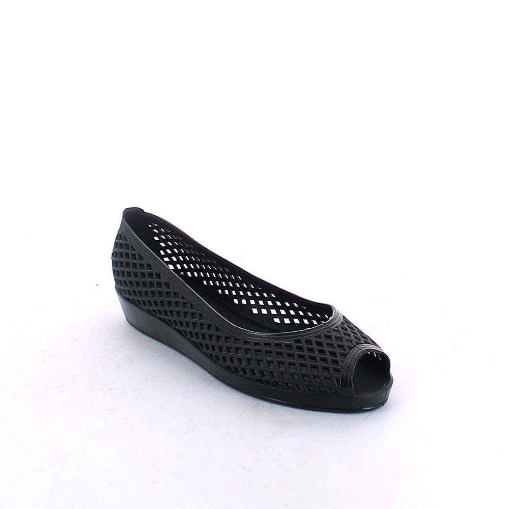 Open toe ballet flat made of solid colour pvc with diamond cut perforation and wedge outsole