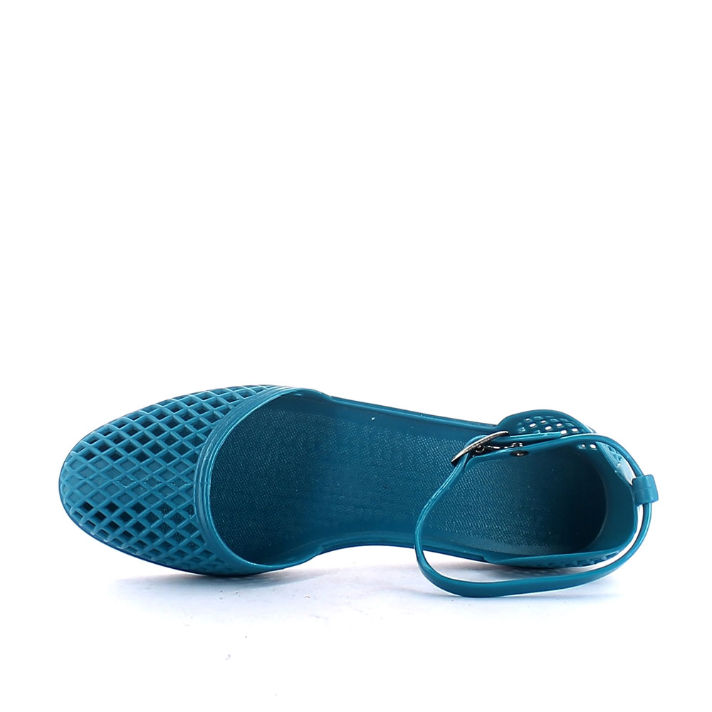 Solid colour pvc sandal with closed toe upper and strap at ankle height. Perforated upper
