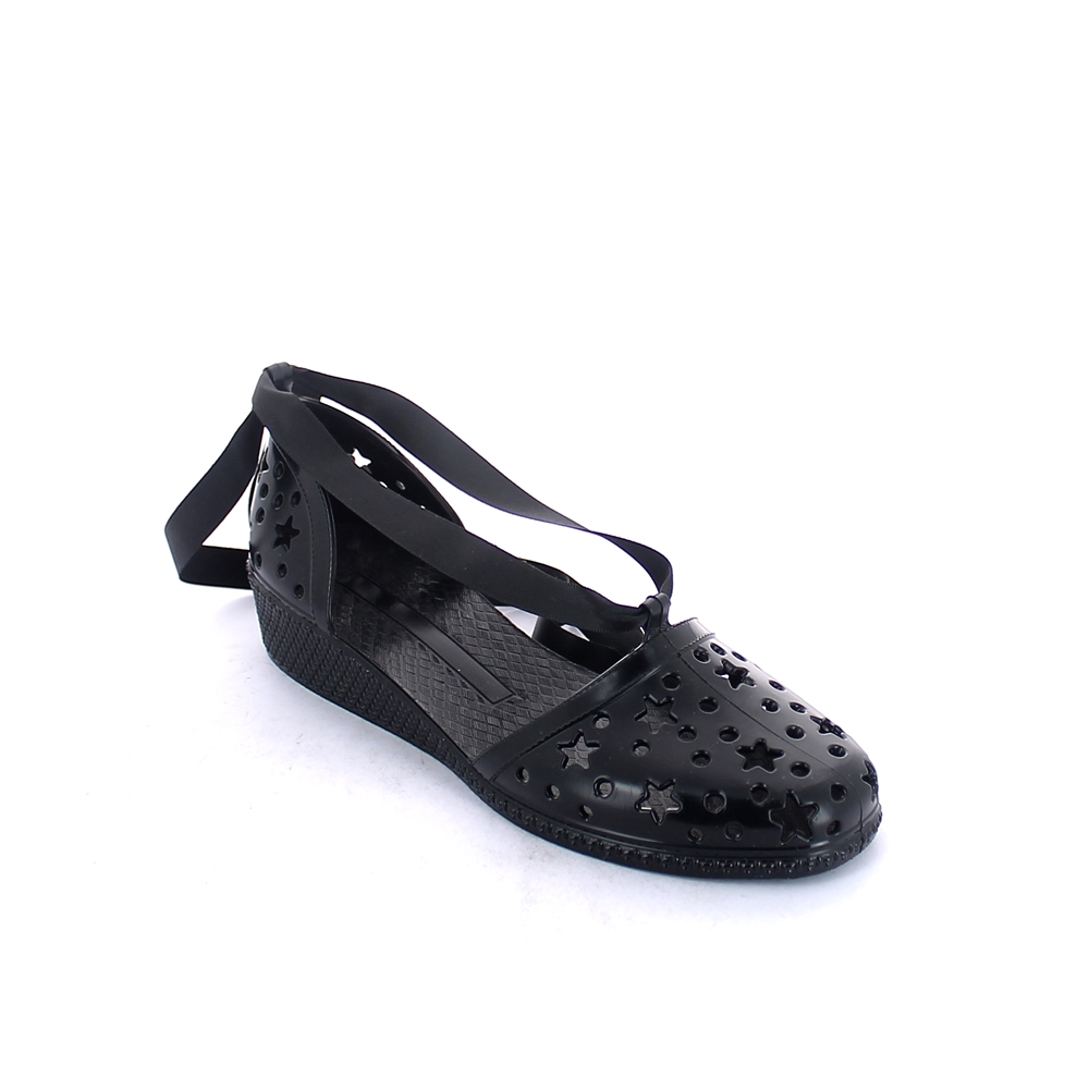 Solid colour bright finish pvc sandal with star shaped perforated upper and lace