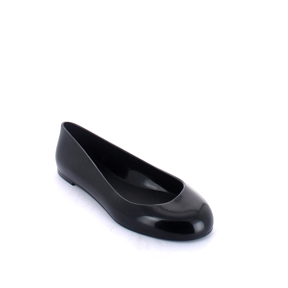 Solid colour bright finish pvc Ballet flat with round toe-end upper