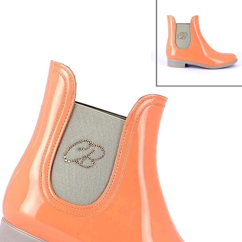 Reflector label applied on a children rainboot