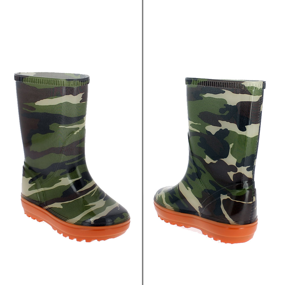 Tubular lining with camouflage pattern a on a children rainboot